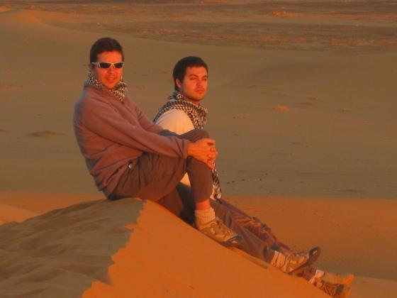 Mi hijo y yo en la gran duna de Dajla